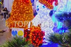 """Новогоднее оформление торговых центров. Светящаяся фигура """"Медведь с подарком""""."""