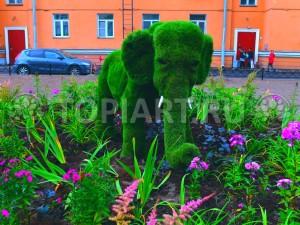 """Топиари фигура """"Мамонтенок"""" из искусственного газона www.topiart.ru"""