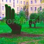 Топиари из искусственного газона в оформлении двора www.topiart.ru