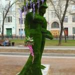 """Топиарные фигуры из искусственной травы """"Дама с кавалером"""""""