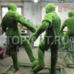 Фигура футболист из искусственного газона