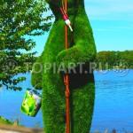 """Тоиарная фигура из искусственной травы """"Медведь - рыбак"""""""