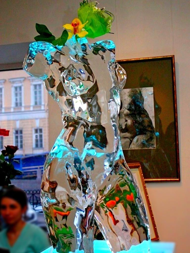 Ледовая скульптура - оригинальный подарок на юбилей