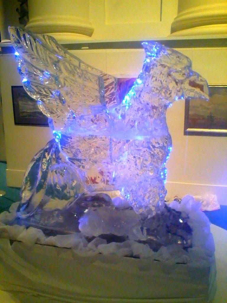 Скульптура из льда - подарок на день рождения