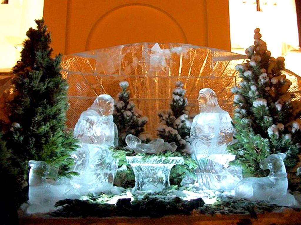 Праздничное оформление на Рождество - ледовые скульптуры