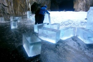 Заготовка льда для создания ледовых скульптур
