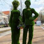 """Зеленые скульптуры из искусственной травы """"Парочка"""""""
