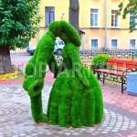 """Зеленые фигуры топиарии из искусственного газона """"Влюбленные"""""""