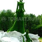 Фигура топиари из искусственного газона