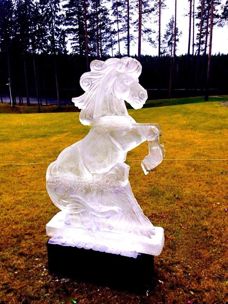 Оформление корпоративов и юбилеев скульптурами из льда