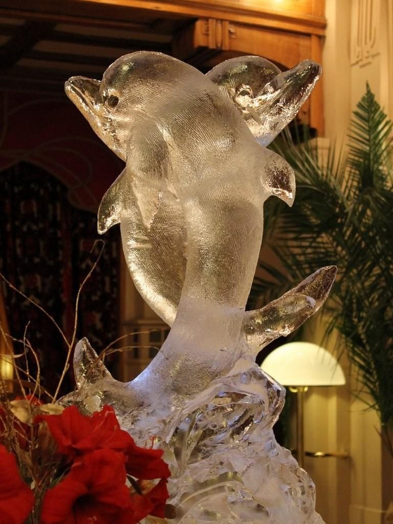 Новогоднее оформление корпоративов - скульптуры из льда
