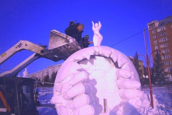 Скульптор TOPiART Руслан Арсланбаев. Снежная скульптура создание